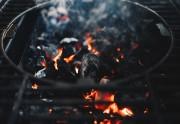 Tipos de combustible para barbacoa: tu elección impactará el sabor