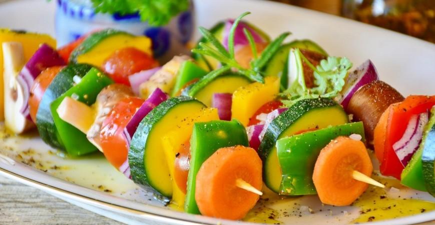 Prepara el delicioso Pincho de melón con anchoa y mermelada de cebolla